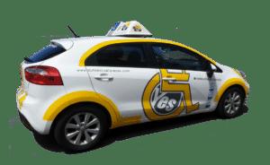 Vehículo adaptado para personas con movilidad reducida.